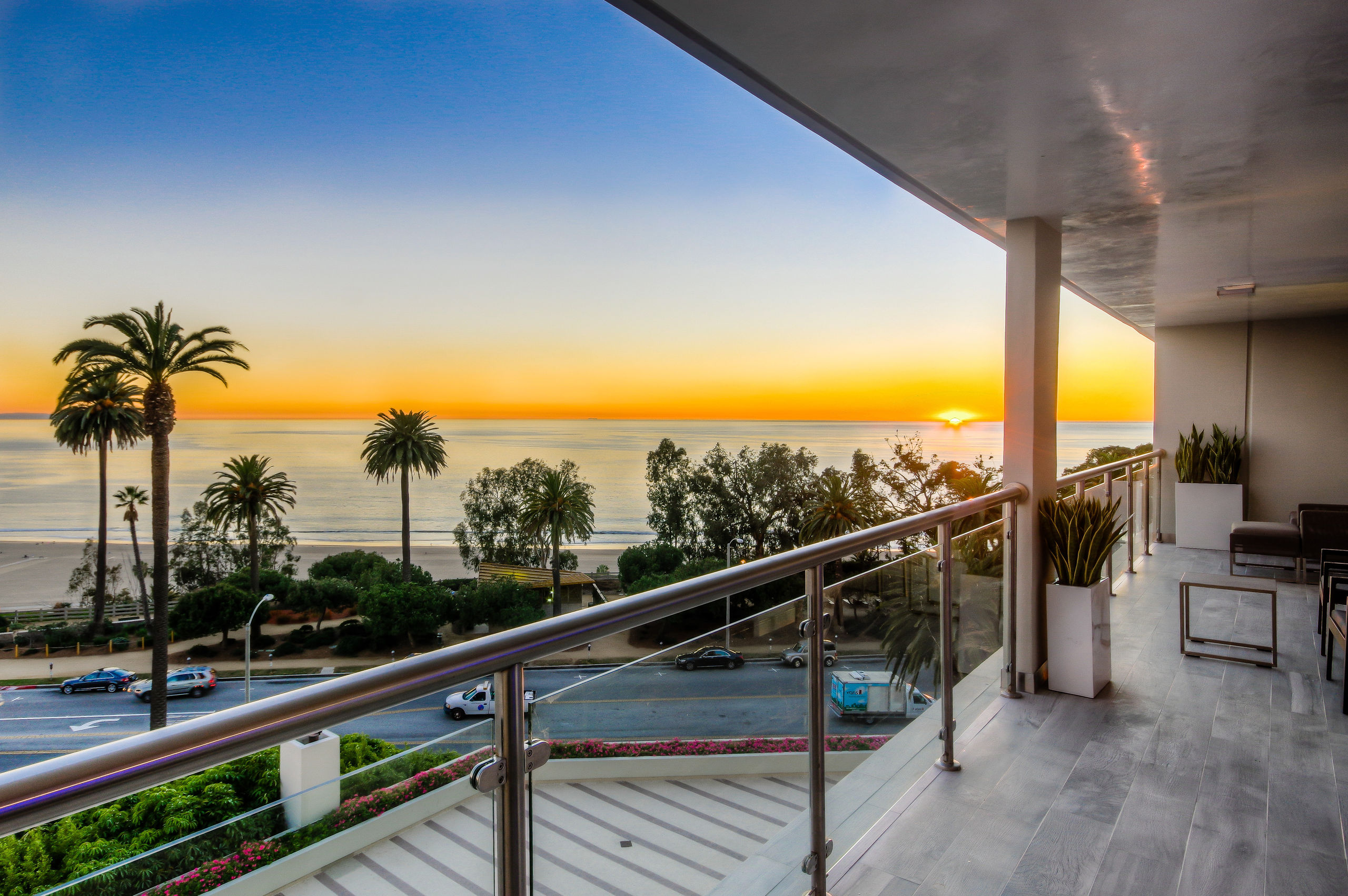 706b 707b 3 bedrooms 2 5 baths santa monica for Balcony with view